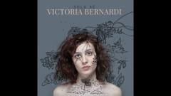 Yo Sigo Con Él (Pseudo Video) - Victoria Bernardi