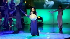 Ngược Dòng Hương Giang (Liveshow Hát Trên Quê Hương) - Hương Lan