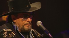 Closing In On the Fire (Never Say Die: The Final Concert Film, Nashville, Jan. '00) - Waylon Jennings, The Waymore Blues Band