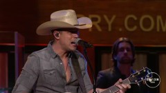 Where It's At (Live At The Grand Ole Opry) - Dustin Lynch