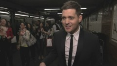 Who's Lovin' You (Sings In NYC Subway) - Michael Bublé