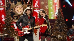 Run Rudolph Run (CMA Country Christmas 2014) - Brad Paisley, Steven Tyler