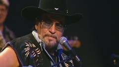 Medley: Good Hearted Woman / Mamas Don't Let Your Babies Grow Up to Be Cowboys (Never Say Die: The Final Concert Film, Nashville, Jan. '00) - Waylon Jennings, The Waymore Blues Band
