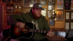 Lovin' On You (Live Acoustic) - Luke Combs