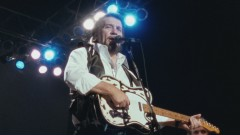 The King Is Gone (So Are You) (American Outlaws: Live at Nassau Coliseum, 1990) - The Highwaymen