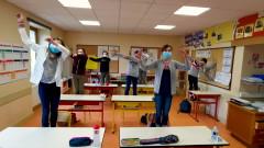Corona Minus, la chanson des gestes barrìeres pour l'école (Clip officiel) - Aldebert