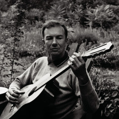 Pete Seeger: A Link In The Chain - Pete Seeger