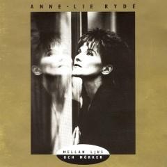 Mellan ljus och mörker - Anne-Lie Rydé