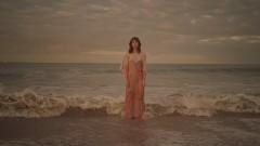 Cast Away - Ella Vos