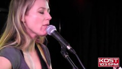 Two Hearts Breaking (Live Acoustic Performance) - Jewel