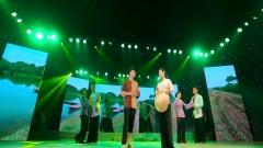 Con Đê Chung Tình (Live Show Hồng Nhan) - Lâm Bảo Phi
