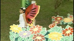 Ra Vườn Hoa - Bé Bảo Ngọc
