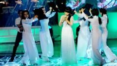 Nỗi Buồn Hoa Phượng (Liveshow Hát Trên Quê Hương) - Quỳnh Dung